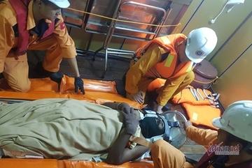 Cứu thuyền viên Ấn Độ gặp nạn trên biển Khánh Hòa