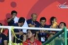 Hình ảnh đáng yêu của thầy Park khi đến cổ vũ tuyển nữ VN vô địch SEA Games