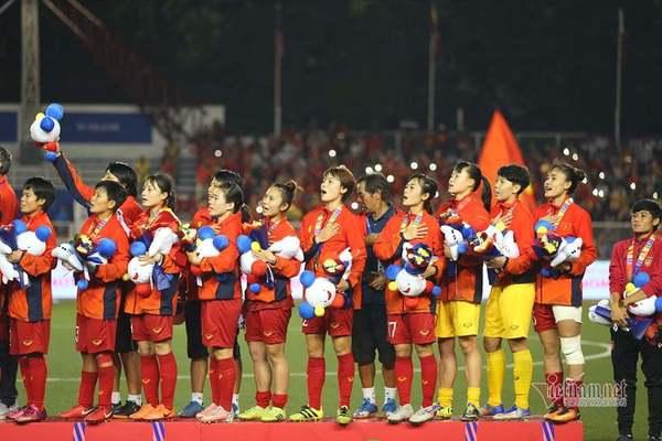 Rưng rưng khoảnh khắc thầy trò HLV Mai Đức Chung nhận HCV SEA Games