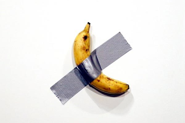 Bán hai quả chuối dán băng dính thu hơn 5 tỷ đồng
