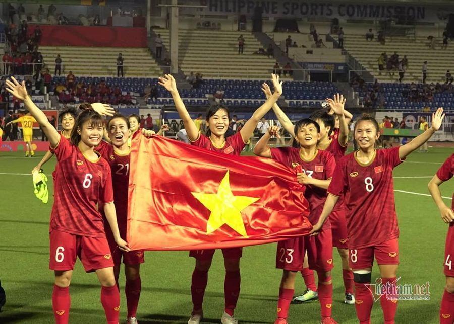 Quang Hải chúc mừng đội tuyển nữ, Đức Huy mời đi ăn bún đậu