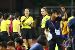 Trọng tài xinh đẹp khâm phục ý chí chiến đấu của tuyển nữ Việt Nam