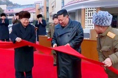 Kim Jong Un tươi cười khai trương khu nghỉ dưỡng cao cấp