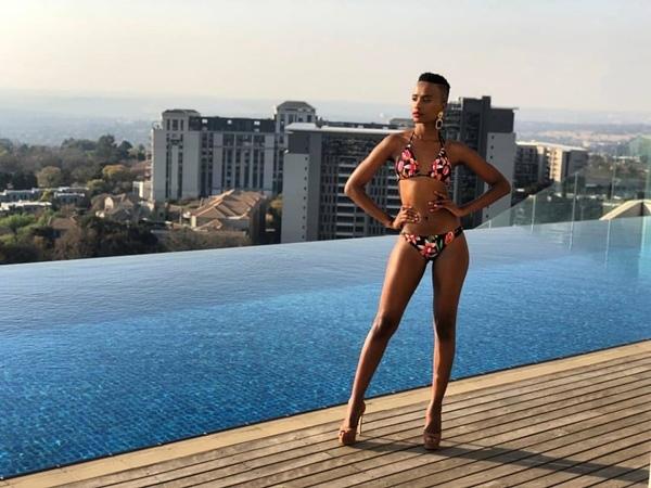 Tân Hoa hậu Hoàn vũ tóc ngắn, da màu đầy sexy đến từ Nam Phi