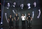 Nhóm Bức Tường luôn mang theo micro của Trần Lập lên sâu khấu mỗi show diễn