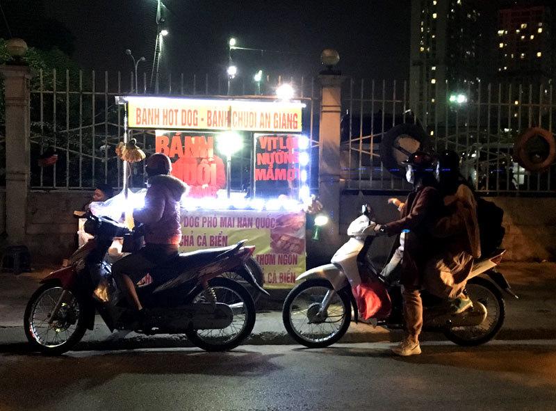 Loại bánh An Giang gây sốt, bán dạo vỉa hè Hà Nội thu 70 triệu/tháng