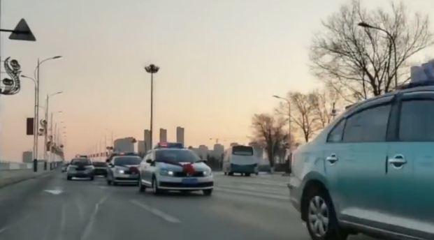Chàng trai thuê 40 chiếc taxi làm xe rước dâu