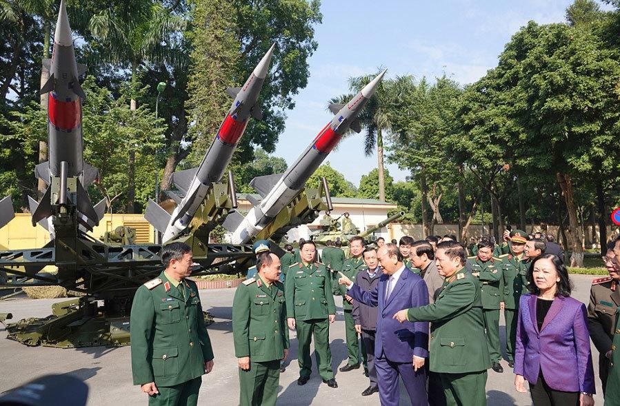 Dàn tên lửa, khí tài hiện đại tại hội nghị quân chính toàn quân