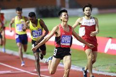Video Dương Văn Thái đoạt HCV chạy 800m dù bị đối thủ chơi xấu