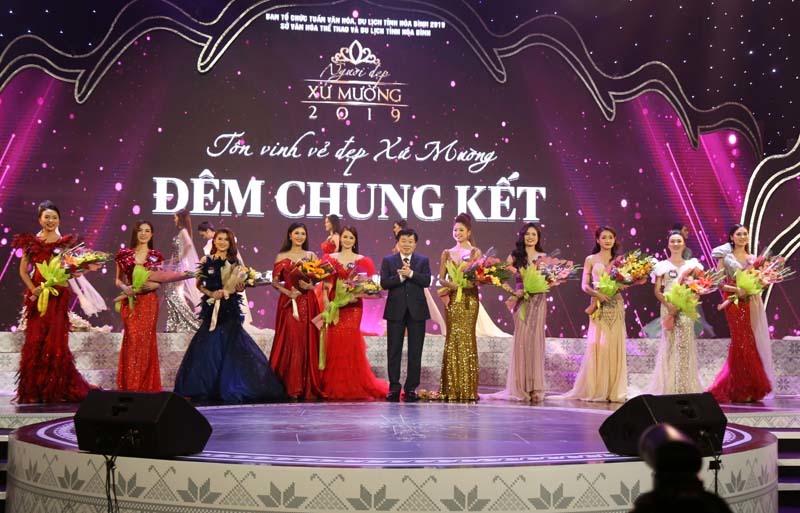 Nữ sinh trườngSân khấu Điện ảnh đăng quang Người đẹp xứ Mường 2019