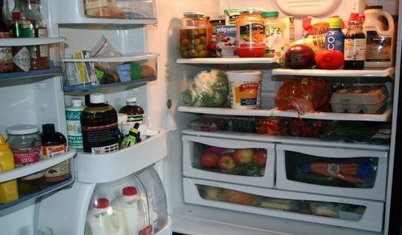Giữ mãi thói quen này, bảo sao tủ lạnh tháng nào cũng tốn tiền điện