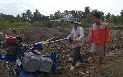 'Kỹ sư chân đất' chế tạo 5 loại máy cày, trục đất