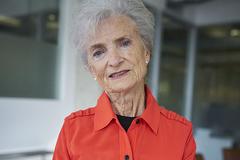 Nữ tiếp viên hàng không 79 tuổi kiện hãng bay vì bịđuổi việc