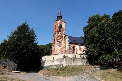 Rùng rợn nhà thờ bỏ hoang từ thế kỷ 14 bị 'chiếm giữ bởi 32 bóng ma'