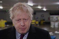 Thủ tướng Anh giật điện thoại của phóng viên