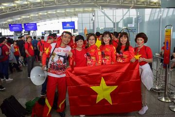 Vietnamese fans flock to Philippines to cheer football team in final