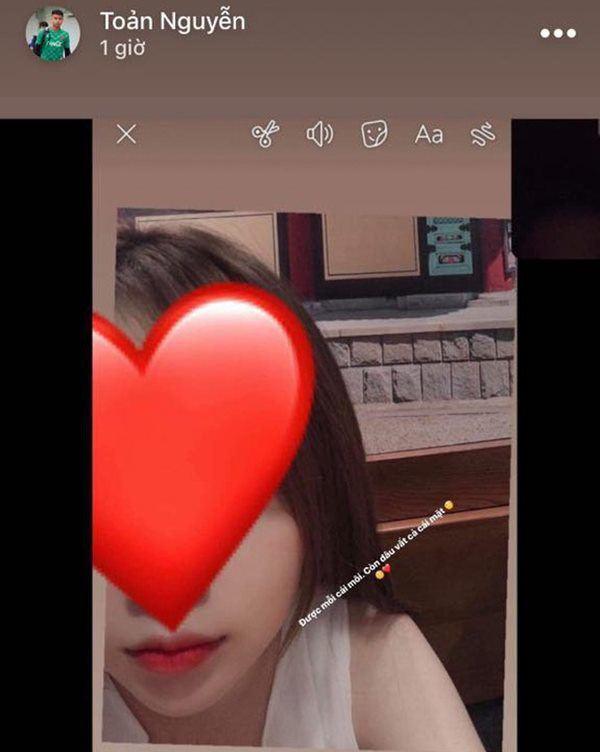 Ngọt ngào với bạn gái trên mạng, Văn Toản khai với mẹ 'con chưa có người yêu'