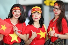 Hàng ngàn CĐV nhuộm đỏ sân bay, sang Philippines tiếp lửa U22 Việt Nam