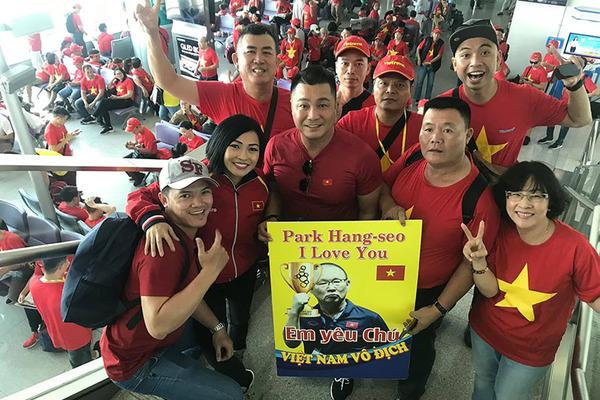 Lý Hùng, Phương Thanh sang Philippines cổ vũ U22 Việt Nam