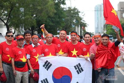 Hàng nghìn CĐV đổ bộ sân Rizal Memoria tiếp lửa U22 Việt Nam