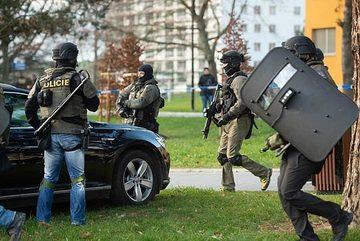 Xả súng bắn chết 6 người tại bệnh viện Séc rồi tẩu thoát