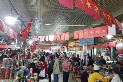 Tiểu thương Đà Nẵng treo cờ kín chợ, nhảy múa cổ vũ tuyển Việt Nam