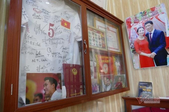 Chuyện buồn gia đình giấu Văn Hậu trước trận chung kết SEA Games 30