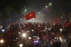 Thác người mừng chiến thắng SEA Games, Hà Nội ùn tắc lúc nửa đêm