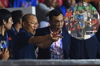 Nhận thẻ đỏ phải rời sân, HLV Park Hang Seo bị CĐV Indonesia hăm dọa, đòi tấn công