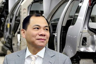 Selling cars and smartphones, Vietnam's No. 1 billionaire earns huge profits