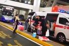 Quan chức sân bay TQ điều xe cấp cứu vào khu cấm đón bạn
