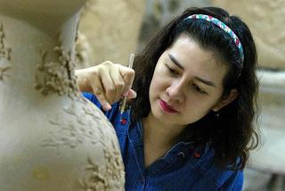 Young artisan revolutionises ceramic craft