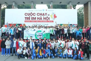 Nhân viên Manulife VN tham gia chạy gây quỹ cho trẻ em nghèo Hà Nội