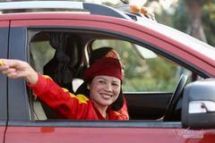 Quang Hải chơi lớn, mua ô tô tặng mẹ ngày 20/10