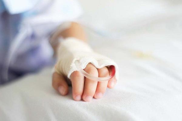 Bé trai 6 tháng tuổi ngừng thở, tím tái sau 3 phút tiêm kháng sinh