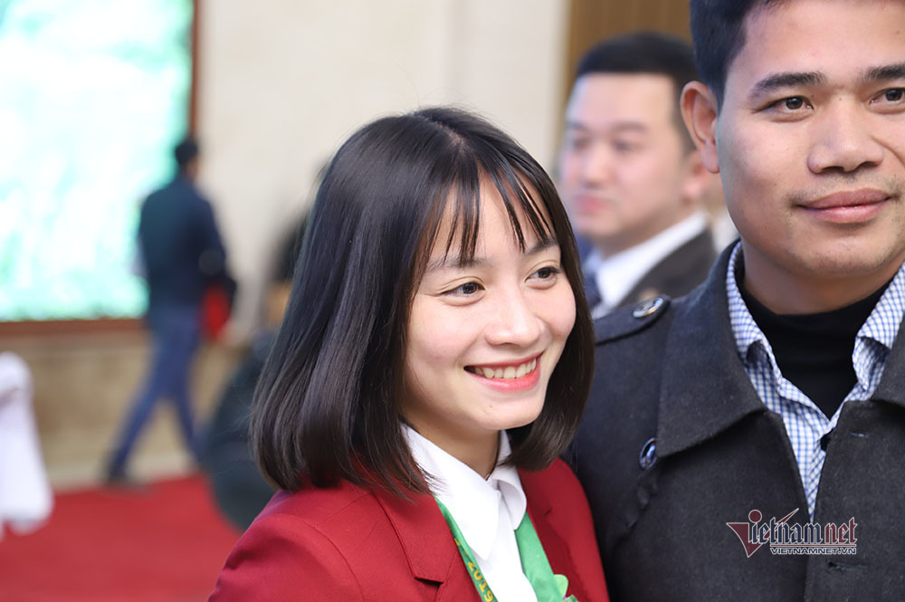Cử chỉ ấm áp Thủ tướng dành cho thầy Park, thầy Chung và các cầu thủ