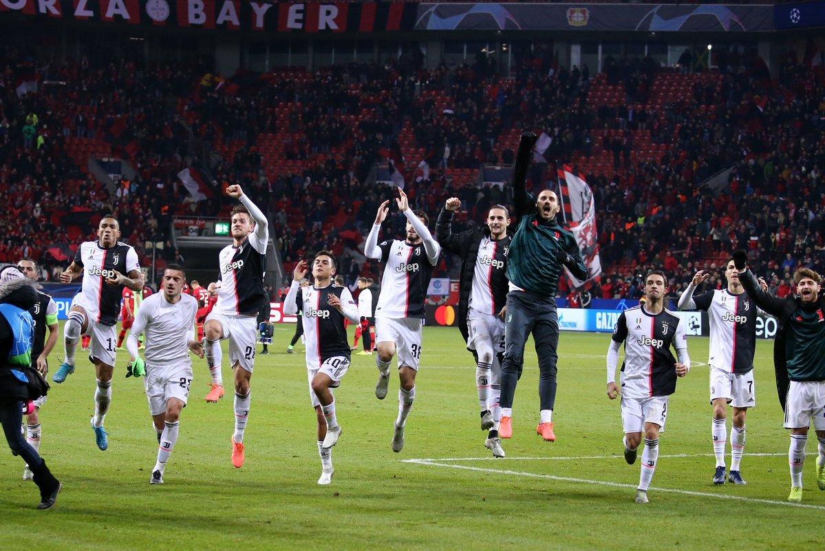 Ronaldo bừng sáng, Juventus bất bại ở vòng bảng C1