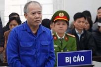Đang xét xử kẻ thảm sát cả nhà em trai ở Đan Phượng: Bị cáo Nguyễn Văn Đông được dẫn giải đến tòa