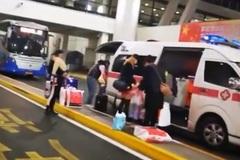 Quản lí sân bay điều động xe cứu thương đón vợ đi mua sắm về