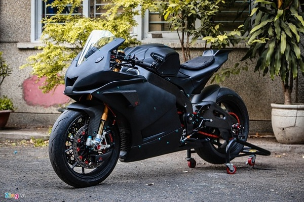 Aprilia RSV4 độ theo phong cách MotoGP tốn 400 triệu