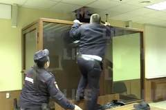 Clip kẻ giết người 'vượt ngục' ngay trước mặt cảnh sát