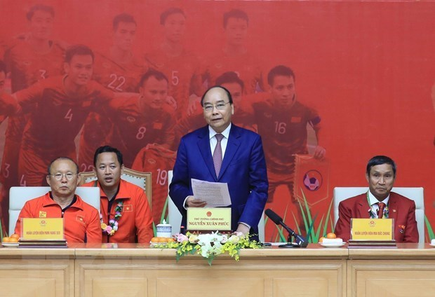 Prime Minister Nguyen Xuan Phuc,praise,men's and womens football teams,SEA Games,head coach Park Hang-seo,Mai Duc Chung