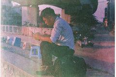 French photographer tells stories of street tea in Hanoi
