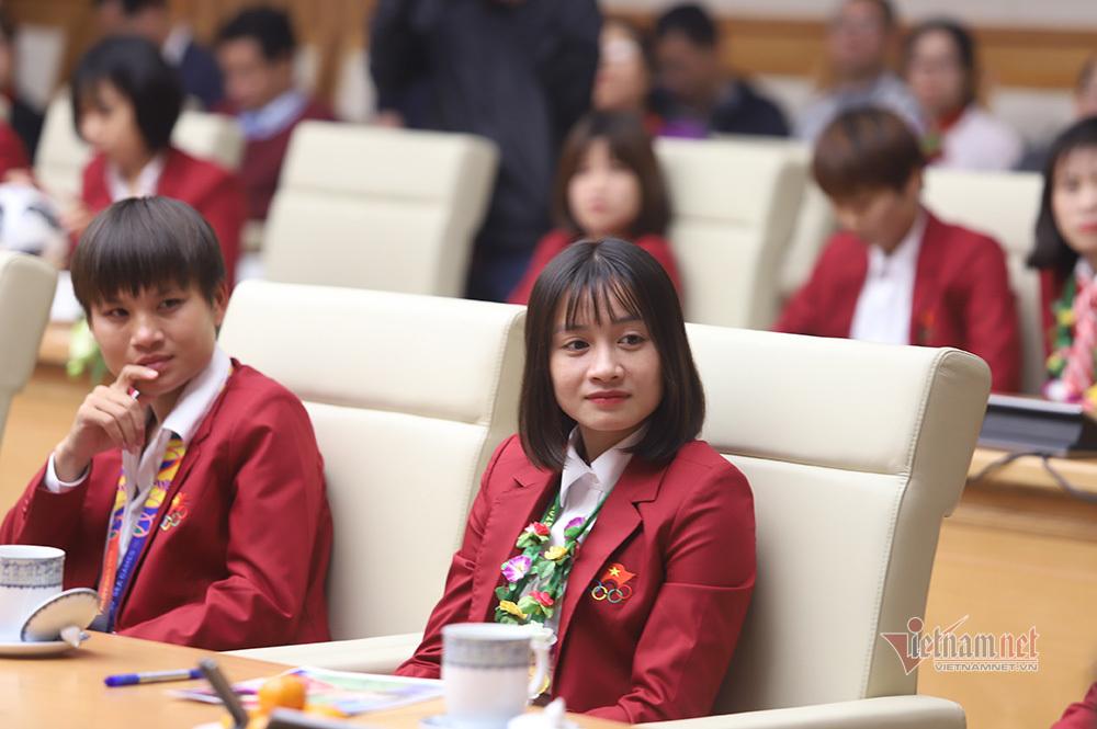 Nụ cười tỏa nắng của nữ cầu thủ Hoàng Thị Loan trong cuộc gặp đặc biệt