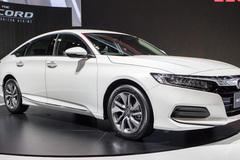 Sedan hạng D tháng 11, Camry ế ẩm, Honda Accord vượt mặt Mazda6