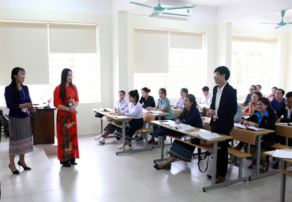 Vietnamese lecturers want to be paid better