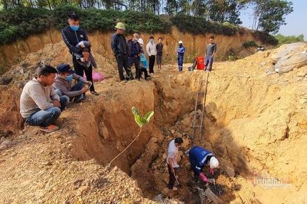 Vụ 11 hố bí mật chôn chất thải hôi thối, huyện Sóc Sơn vào cuộc