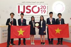 Vietnamese students win gold medals at IJSO