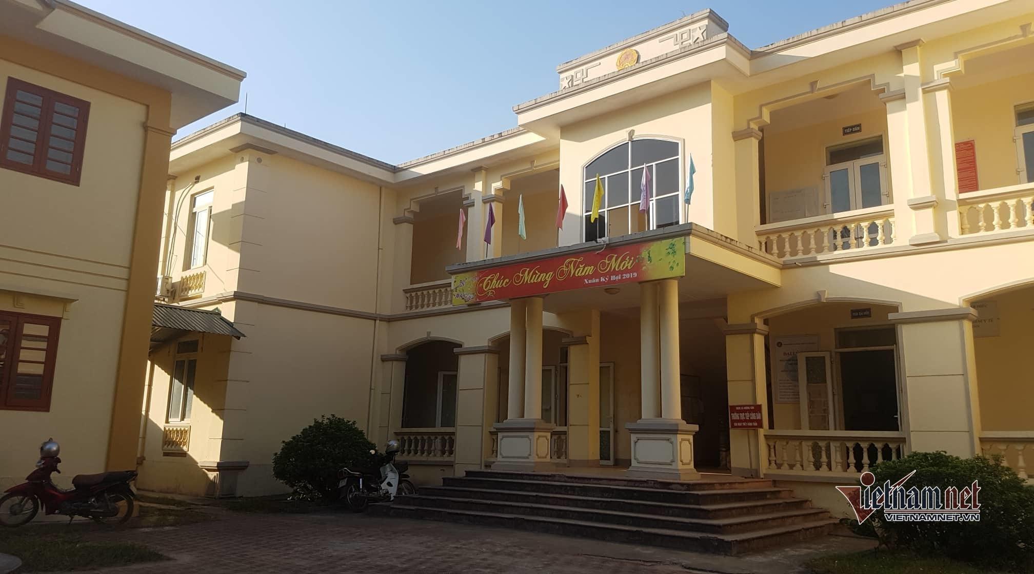 Bị tố bao che người nhà, Chủ tịch xã ở Vĩnh Phúc kêu 'đang ốm phải đi điều trị'