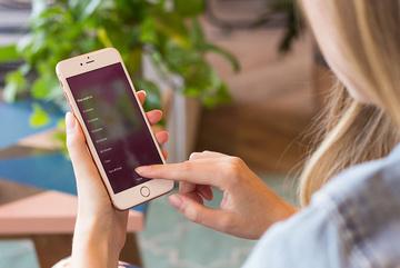 Cách hẹn giờ tắt nhạc Spotify trên iPhone và Android